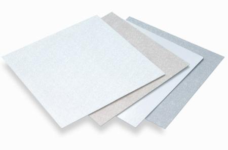 Los plafones Glasliner de Stabilit son elaborados a base de una formulación especial de poliéster y fibra de vidrio que permite mayor durabilidad y resistencia, proporcionándole a sus techos una vida útil por más tiempo.